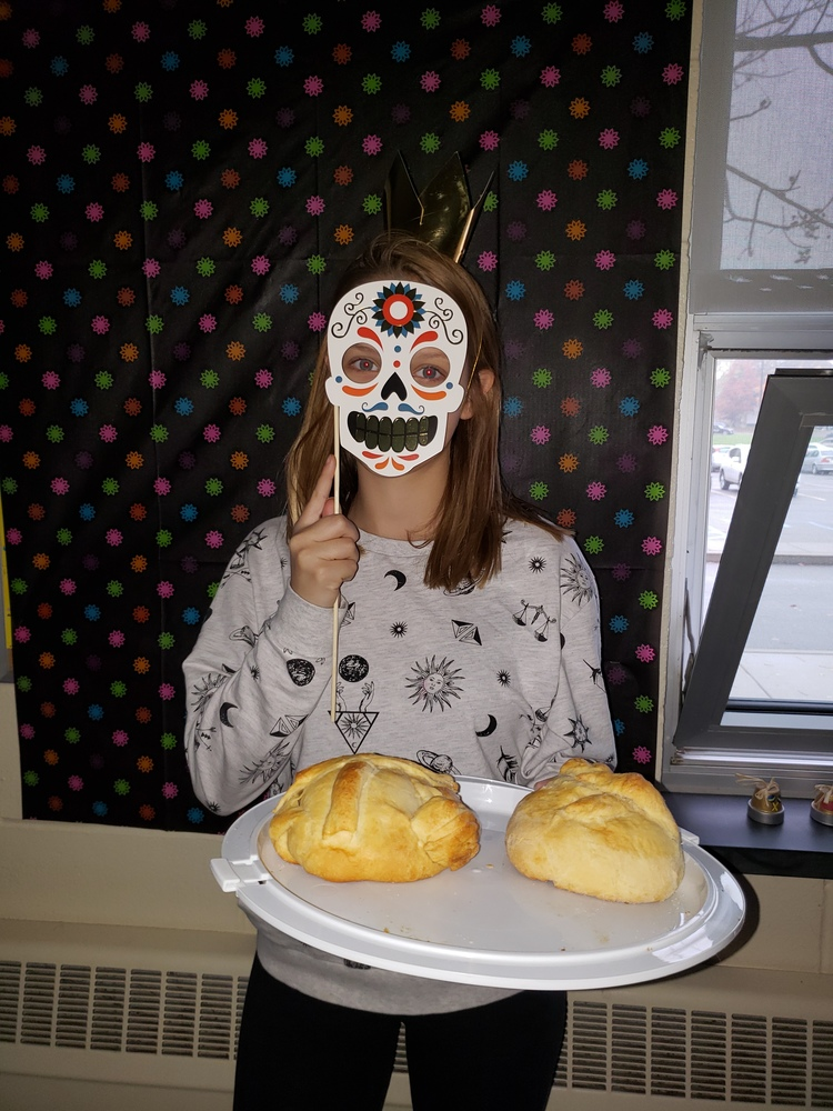 Seventh and Eighth Graders learn about Dia de los Muertos