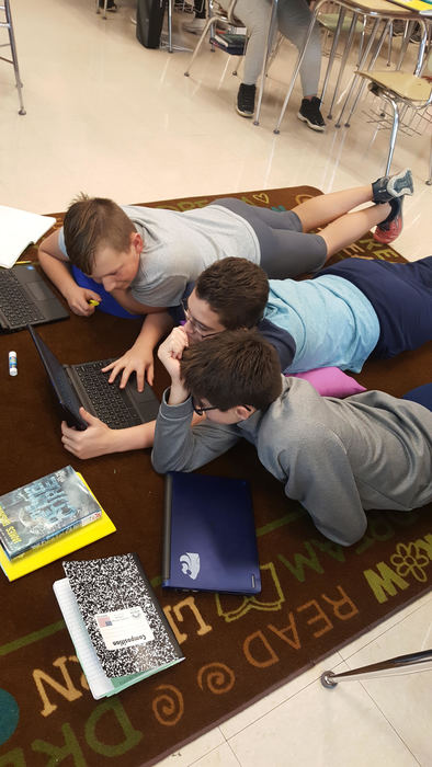 Middle schoolers edit writing with technology