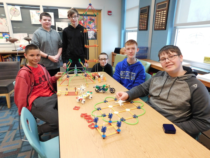 Middle School students in Makerspace