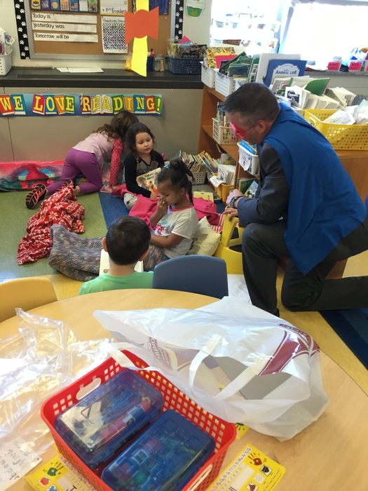 Dr. Jeffrey Rabey (aka Reading Man) reading with kindergarten students